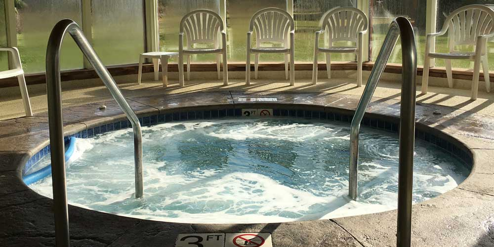 Open Hearth Lodge Whirlpool Jacuzzi Hot Tub in Door County