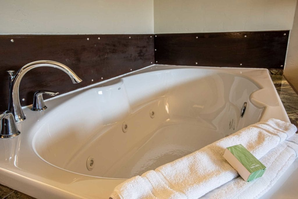 Jacuzzi of One Bedroom Suite at Open Hearth Lodge